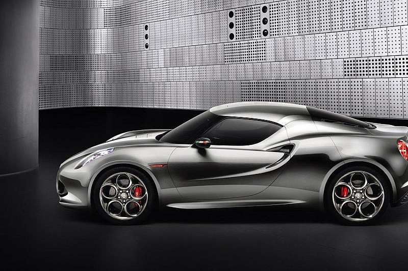 Alfa Romeo 4C live on the Frankfurt floor [video]