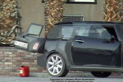 New BMW Mini Traveller Spy Photo